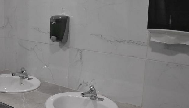 Nuevos baños del tianguis; bonitos, pero no funcionales: comerciantes