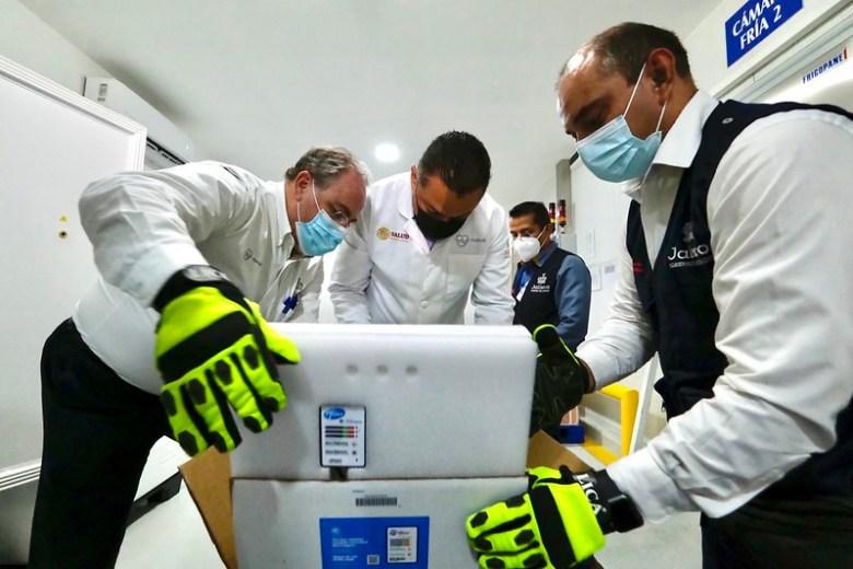 Comienzan a llegar las vacunas a Jalisco para adultos de 50 a 60 años