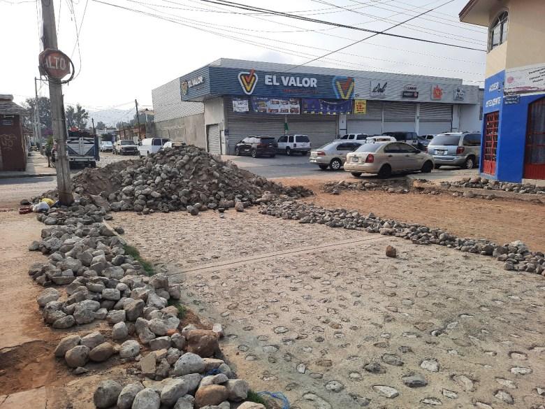 Abandonan obras en la colonia Ejidal de Ciudad Guzmán y provocan encharcamientos