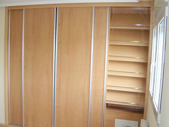 foto de armario zapatero en un modulo de un armario empotrado