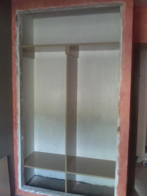 como forrar y montar el interior de un armario empotrado
