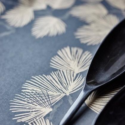 059nip-pin-papel-pintado-hojas-pino-0