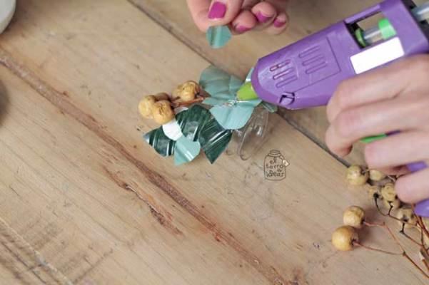 servilleteros-con-botellas-agua-paso8