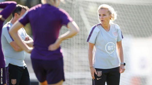 Sarina Wiegman leads England training