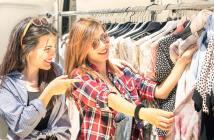 Teenies, Kaufrausch, shoppen, Shopping, einkaufen, Geld ausgeben, Kleider, Jugendlohn, Finanzen, Geld, Postfinance, MoneyFit, über Geld reden, Taschengeld, einteilen