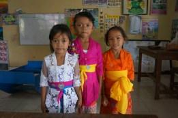 Schulmädchen in ihrem Klassenzimmer