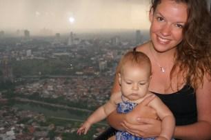 In der Skybar Skye mit Blick über Jakarta