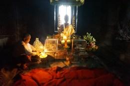 Betender Mönch in Angkor