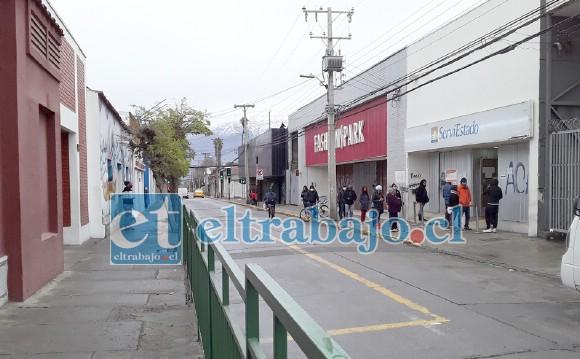 Así estaba la calle Santo Domingo ayer en la mañana, arteria por donde deben pasar los buses a Llay Llay, Catemu, Putaendo, etc.