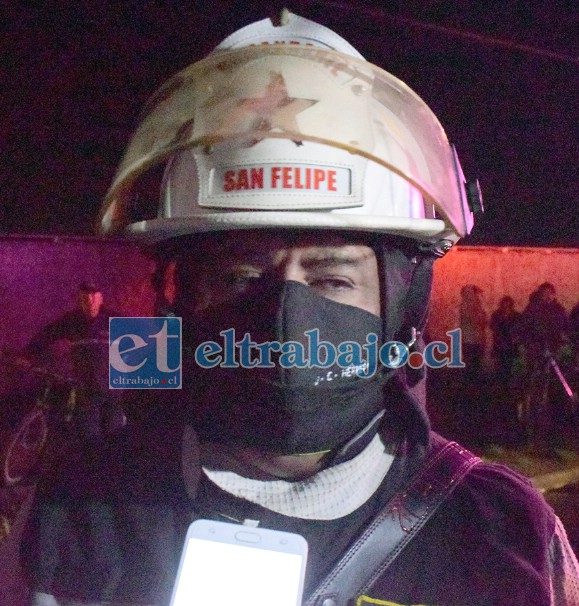 Comandante de Bomberos Juan Carlos Herrera Lillo, dirigió los trabajos bomberiles.
