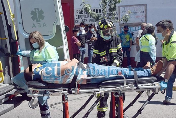 DIRECTO AL HOSPITAL.- El conductor del auto particular fue remitido a Urgencias del Hospital San Camilo por personal del SAMU.
