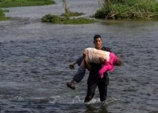 Venezolanos cruzando el río Bravo hacia una nueva vida