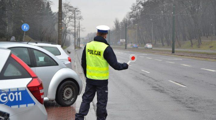 """7 kierowców """"na podwójnym gazie"""" zatrzymanych przez lubińskich policjantów"""
