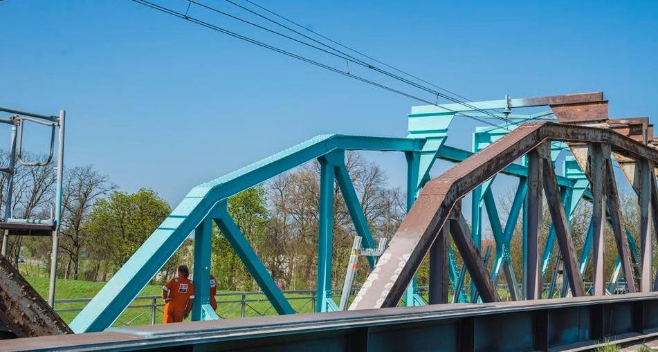 Trwa częściowy remont mostu kolejowego w Ścinawie