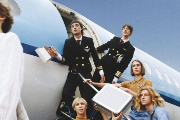 "Parcels estrenan ""Lightenup"", single adelanto de su debut"