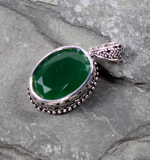 Emerald is also used to heal from past wounds and traumas, as it can help one find forgiveness and hope.  It is believed to be able to help heal blood issues and epilepsy.  It can also balance emotions and alleviate depression. -- Emerald Healing Properties