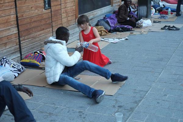 """Résultat de recherche d'images pour """"refugiés paris"""""""