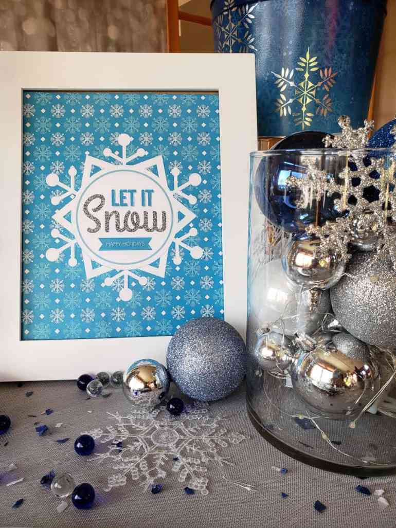 Download this Let it Snow holiday sign from elvamdesign.com