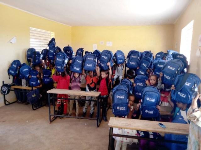 شنقيتل تبدأ عملية توزيع الحقائب المدرسية للسنة الدراسية