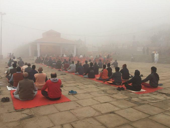yoga_benares_india_elviajenotermina_blog de viajes