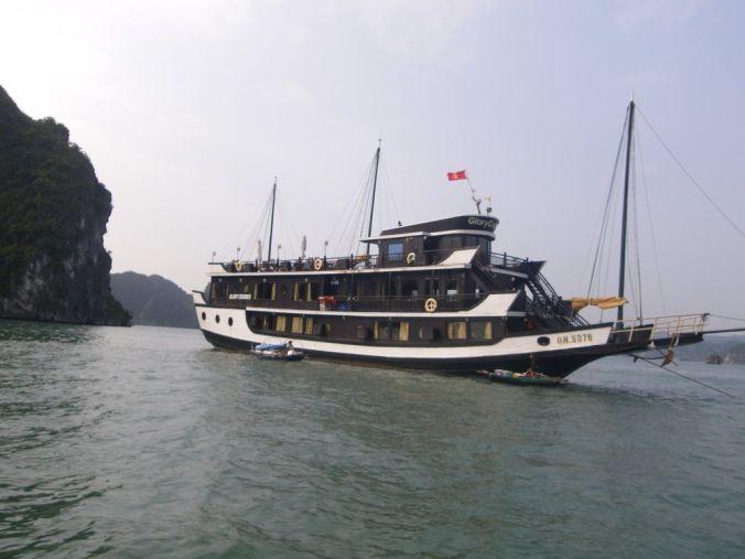 barco_halong_bay_vietnam_elviajenotermina_blog viajes