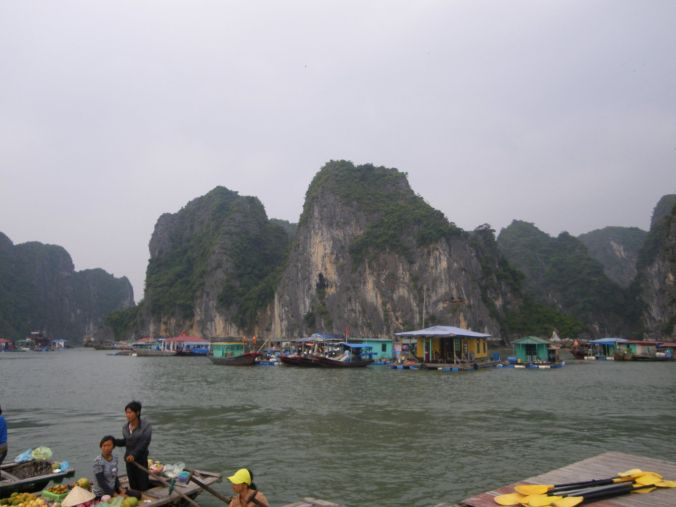 kayak_halong_bay_vietnam_elviajenotermina_blog viajes