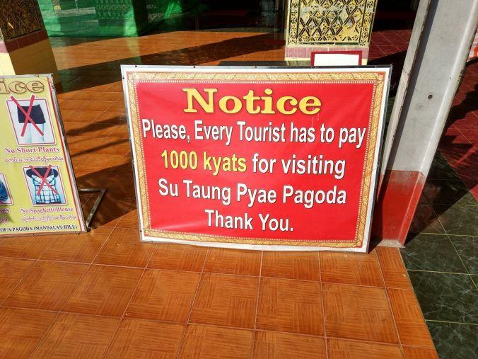 Entrada pagoda Birmania - Blog Viajes - El Viaje No Termina