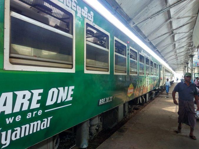 Tren Birmania - Blog Viajes - El Viaje No Termina