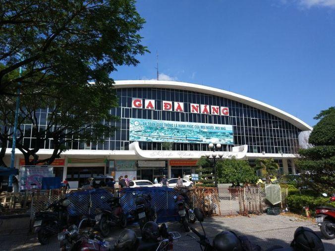 Estacion tren Da Nang - Vietnam - El Viaje No Termina