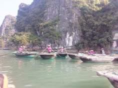 En bote por Halong Bay en Vietnam