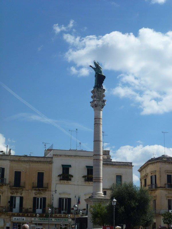 Columna que señalaba el final de la Vía Apia_ Hoy dedicada a San Onorio