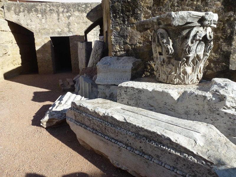 restos-de-capiteles