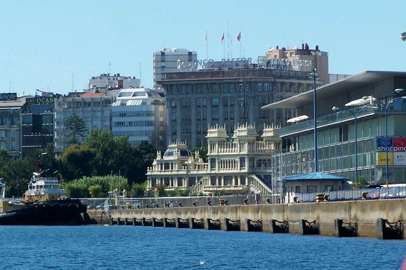 Kiosko Alfonso en Coruña desde el mar