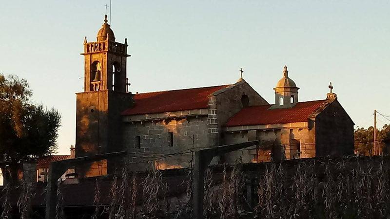 Iglesia al lado de A Pastora