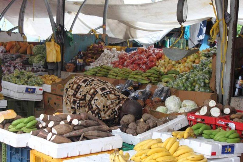 Mercado flotante de frutas