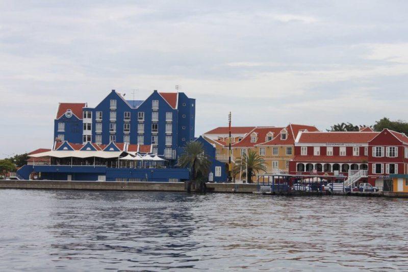 Casas en la bahía de Santa Ana en Curaçao