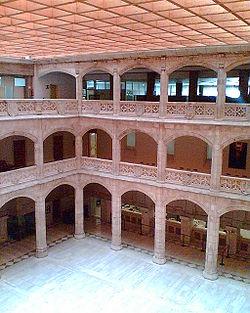 250px-casa_del_cordon_patio