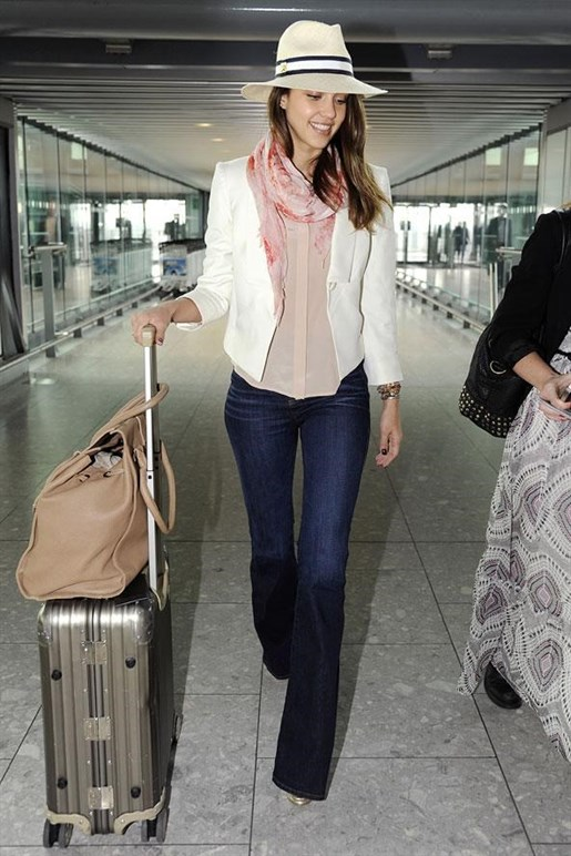 Jessica Alba Airport Outfit