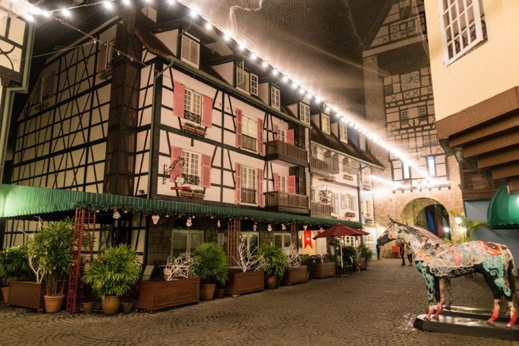 berjaya hills hotel at night