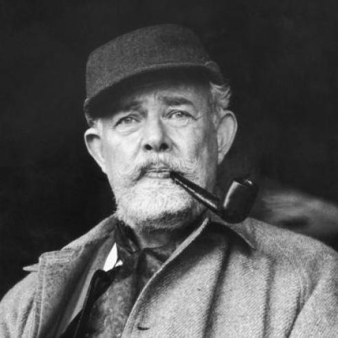 """El escritor T. H. White, autor del libro """"El rey que fue y será"""", sobre el rey Arturo."""