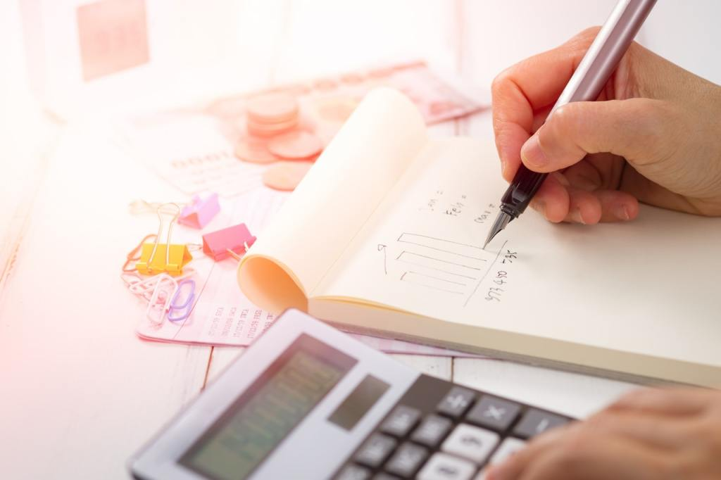 Paper Accounts with calculator & pen