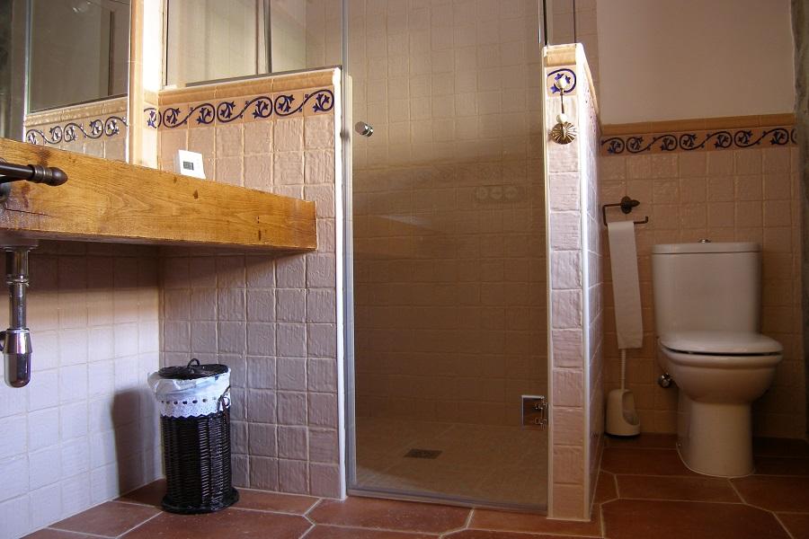 Baño en la planta baja con ducha