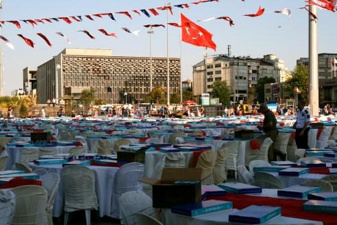 Ramadana svinīgās vakariņas Taksim laukumā