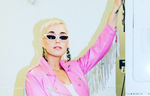La foto en la que Katy Perry parece una Barbie de los años 80
