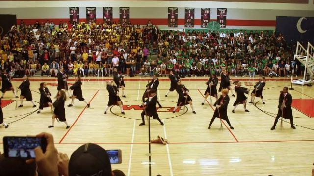 El impresionante baile homenaje a Harry Potter de una escuela de secundaria que te impactará