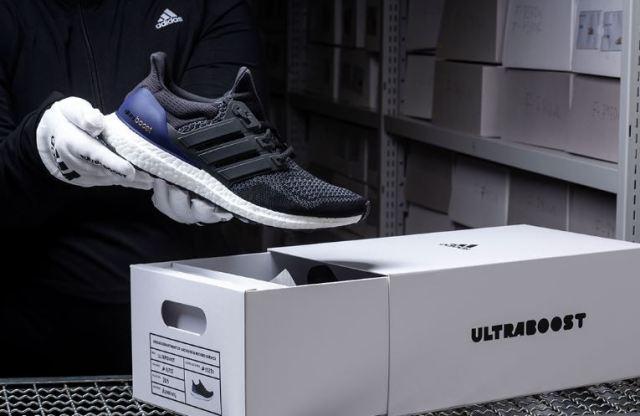 Las adidas Ultra Boost negras serán relanzandas solo por una semana