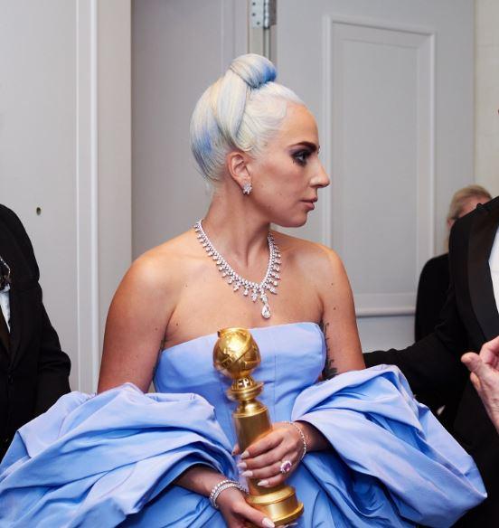 Lady Gaga aparece con un vestido de Cenicienta en los Golden Globe Awards 2019