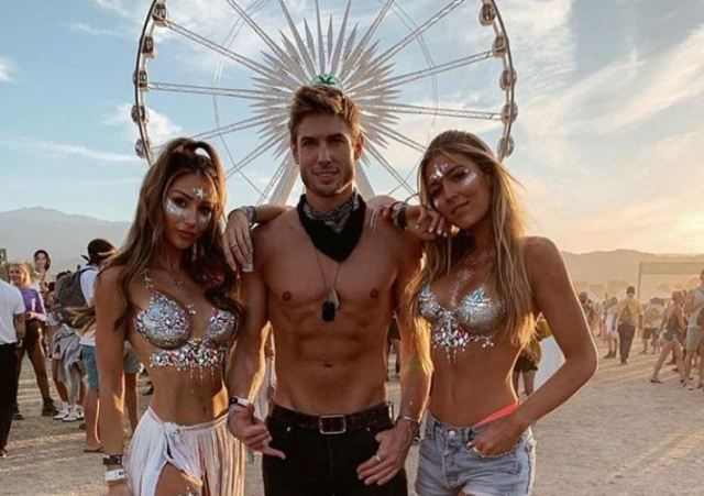 "Las ""Glitter Boobs"" o pechos de purpurina regresan fuerte al Coachella"