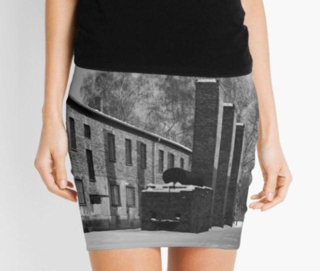 Venden una minifalda de Auschwitz, nuevo desastre del mundo de la moda