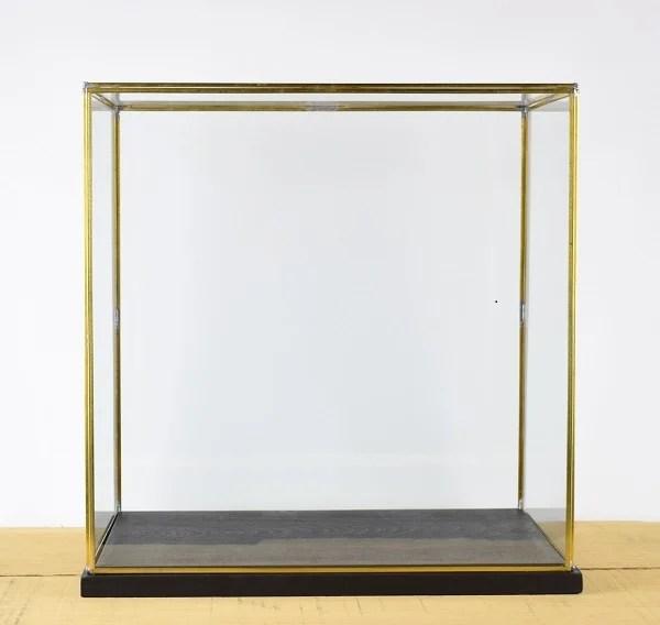details sur main fabrique grand verre et laiton metal cadre presentation vitrine boite noir